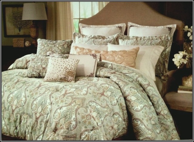 the-must-have-bedroom-green-raymond-waites-bedding-set-green-classic-pattern-comfort-comforter-lots-pipped-square-pillow-brown-king-size-bed-eccleston-headboard